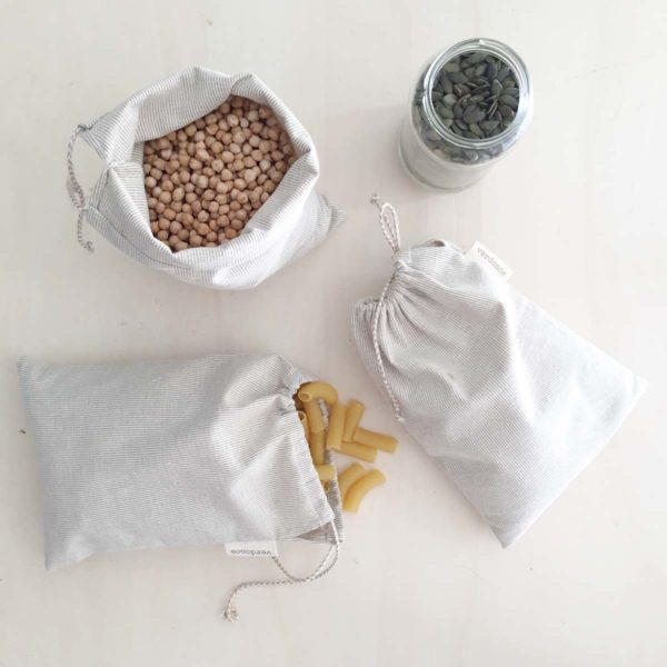 Medium reusable produce bags containing dry food produce
