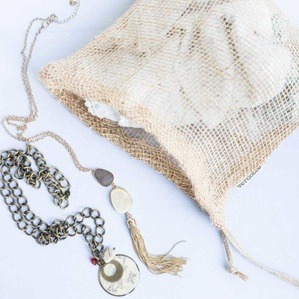 Bolsa de tela de yute de Verdonce grande con collares y pañuelos dentro