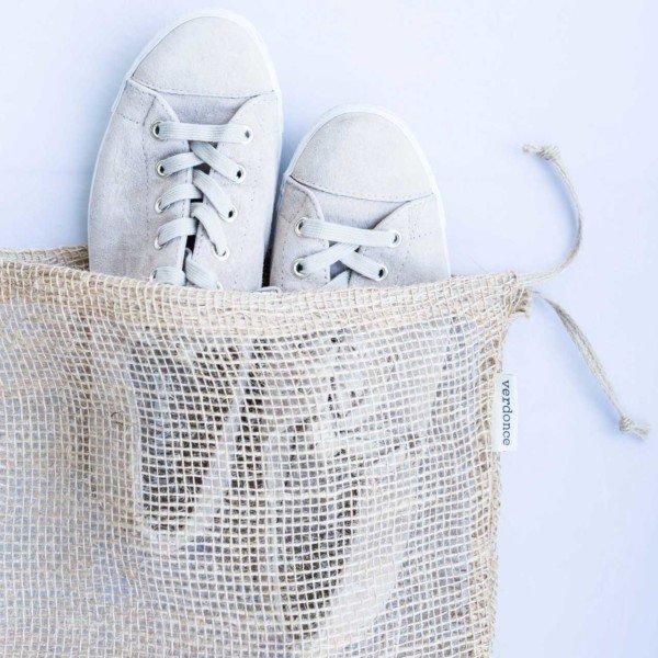 Bolsa de tela de yute de Verdonce con zapatillas dentro