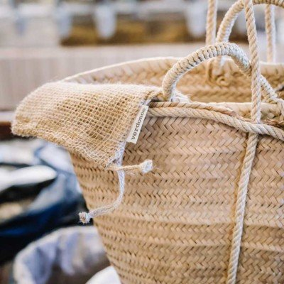 Wicker basket with Verdonce shop jute bag