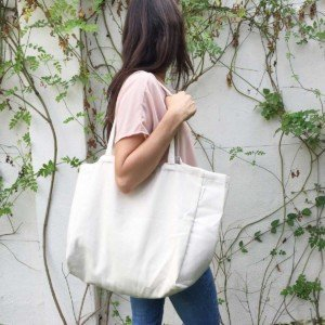 Woman carrying minimalist canvas tote bag by Verdonce