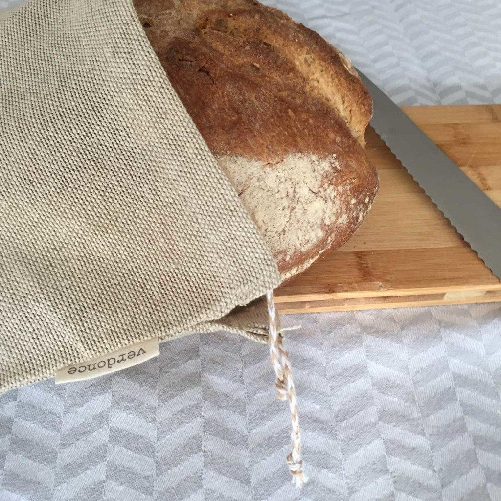 Storing bread in a plastic free cotton and linen bread bag