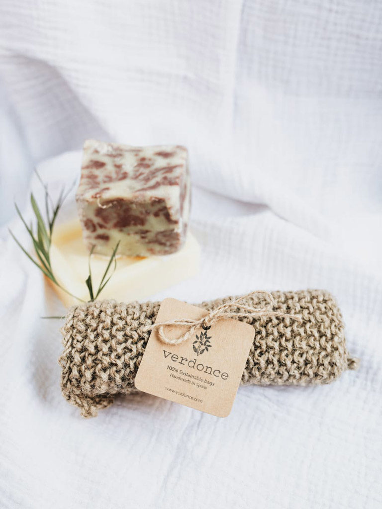 Verdonce sustainable scrubbing cloth with soap