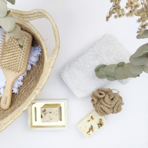 Jute sponge with towel and bathroom accessories