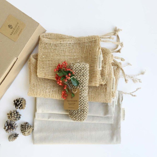 Contents of Verdonce kitchen gift pack resuable bags and scrubbing cloth set