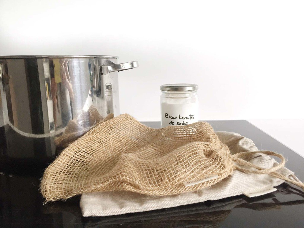 How to sterilize reusable produce bags in pan with baking soda