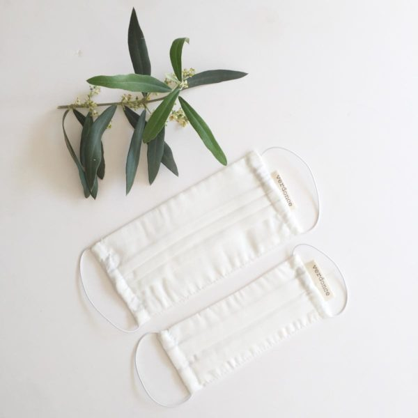 Two sizes of resuable plastic-free face masks made to UNE 0065 standard