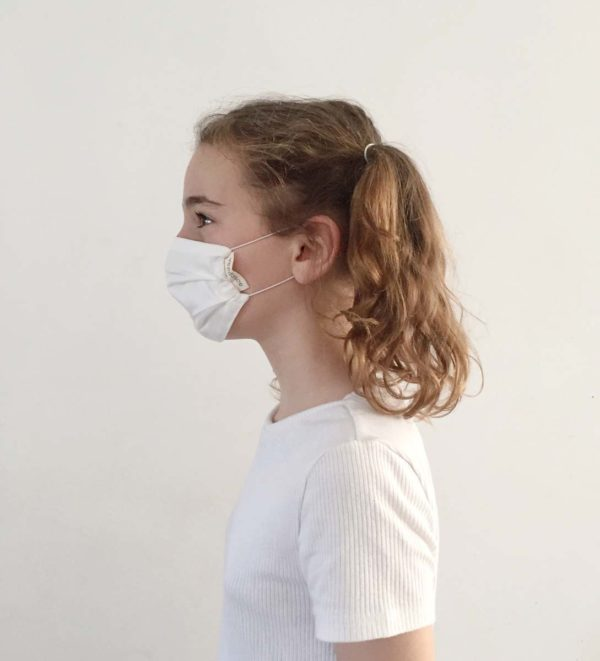 Young girl wears a Verdonce Lyocell facemask UNE0065 standard