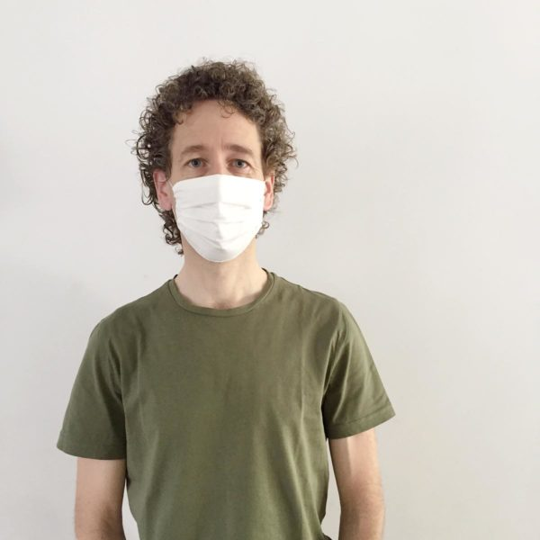 Male wearing sustainable plastic free face mask by Verdonce