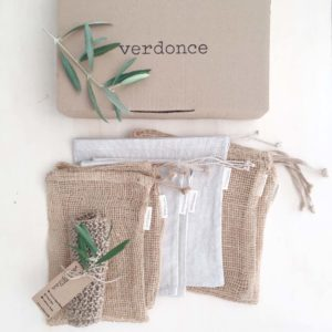 Verdonce sustainable kitchen gift pack containing jute mesh produce bags and recycled cotton produce bags