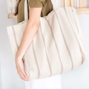 Woman carrying verdonce maxi tote bag on shoulder