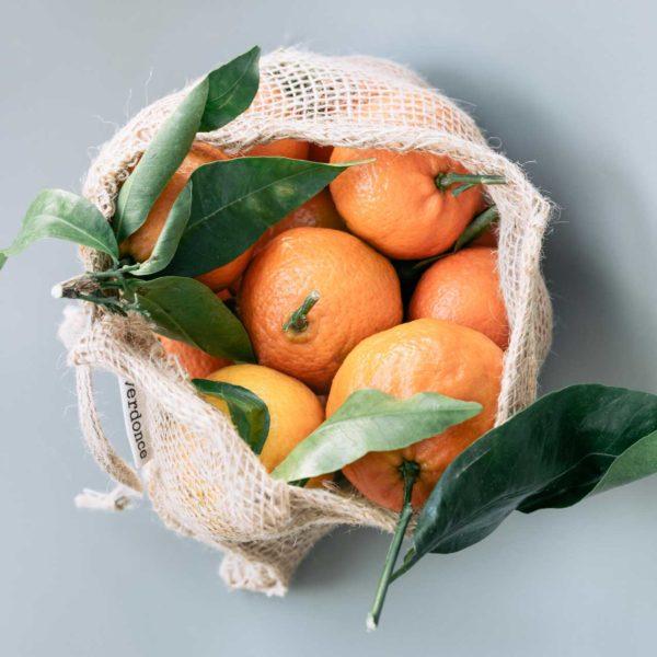 Bolsa de tela de yute Verdonce con mandarinas dentro