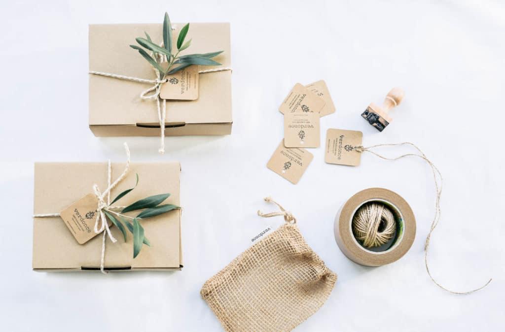 Cajas de envío sostenibles y etiquetas de bolsas de yute Verdonce