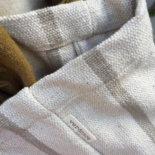 Material sostenible de loneta natural de un bolso tote