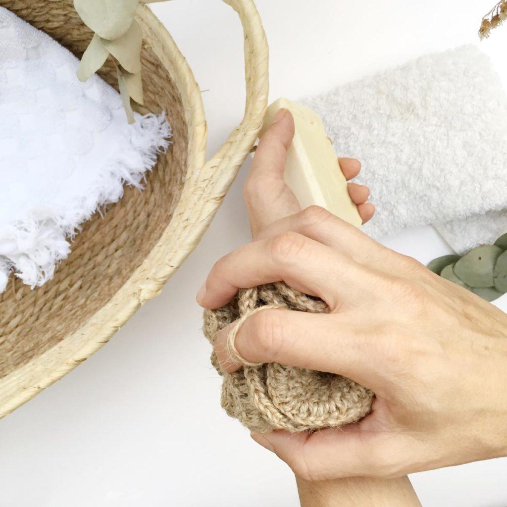 Acción exfoliante de la esponja natural de yute de Verdonce