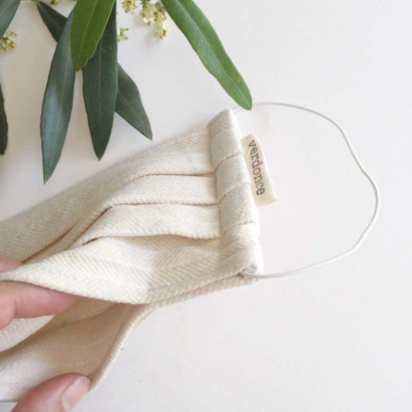 Bolsillo inferior en mascarilla de tela para meter filtro