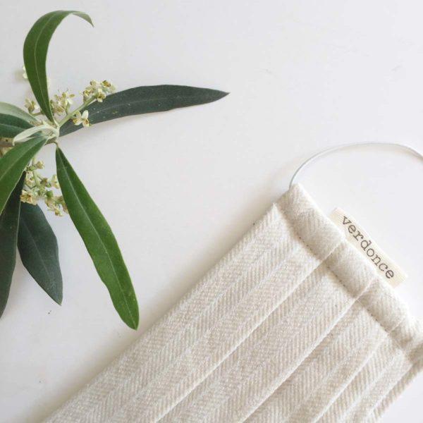 Mascarilla tela reutilizable y hojas de olivo