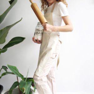 niña cocinando con delantal Verdonce