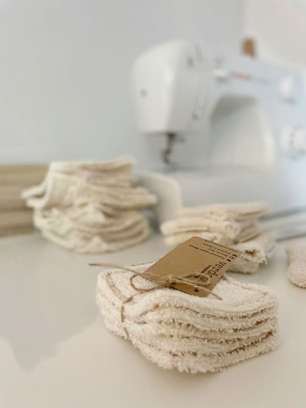 Discos faciales reutilizables y maquina de coser