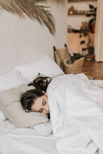 Rutina de noche consciente para dormir más y mejor