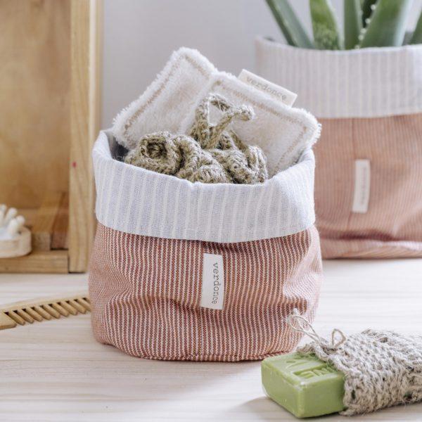 Cesto eco Verdonce con productos ecológicos del baño color argán-piedra