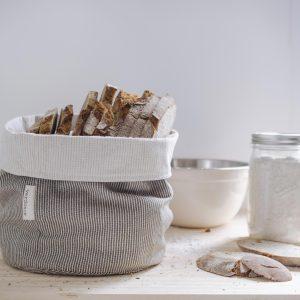 Cesto eco Verdonce en la cocina con pan color olivar-natural