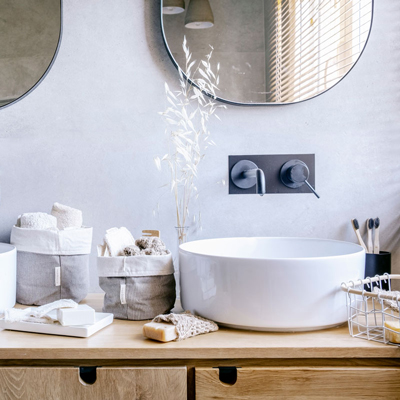 Lavabo con productos sostenibles de baño de verdonce