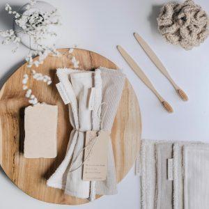 toallas tocador eco verdonce con cepillos de dientes bambú y esponja jute